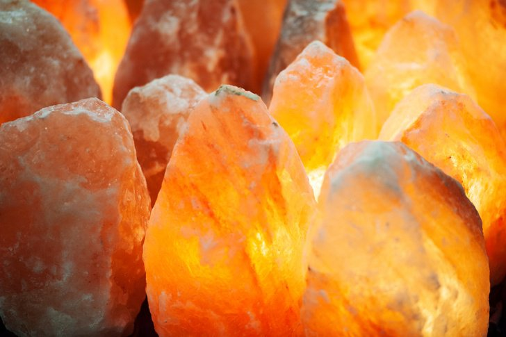 10 Reasons To Have A Himalayan Salt Lamp In Every Room Of Your Home